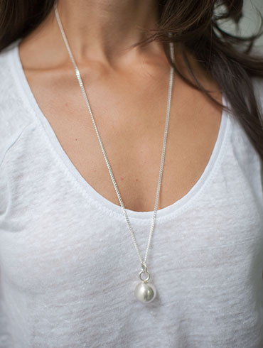 Globe Necklace Silver