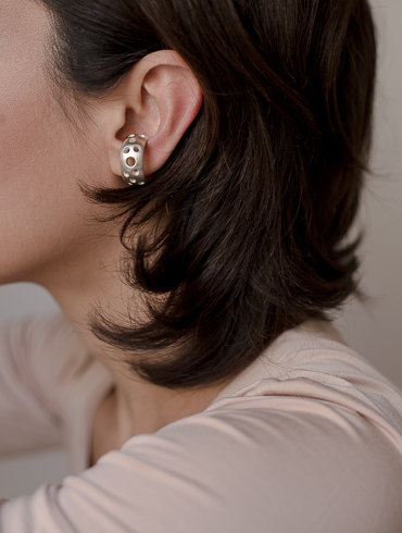 Puncture Earcuff Silver