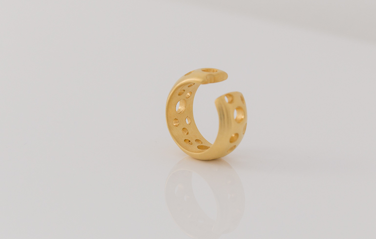 Puncture Earcuff Gold