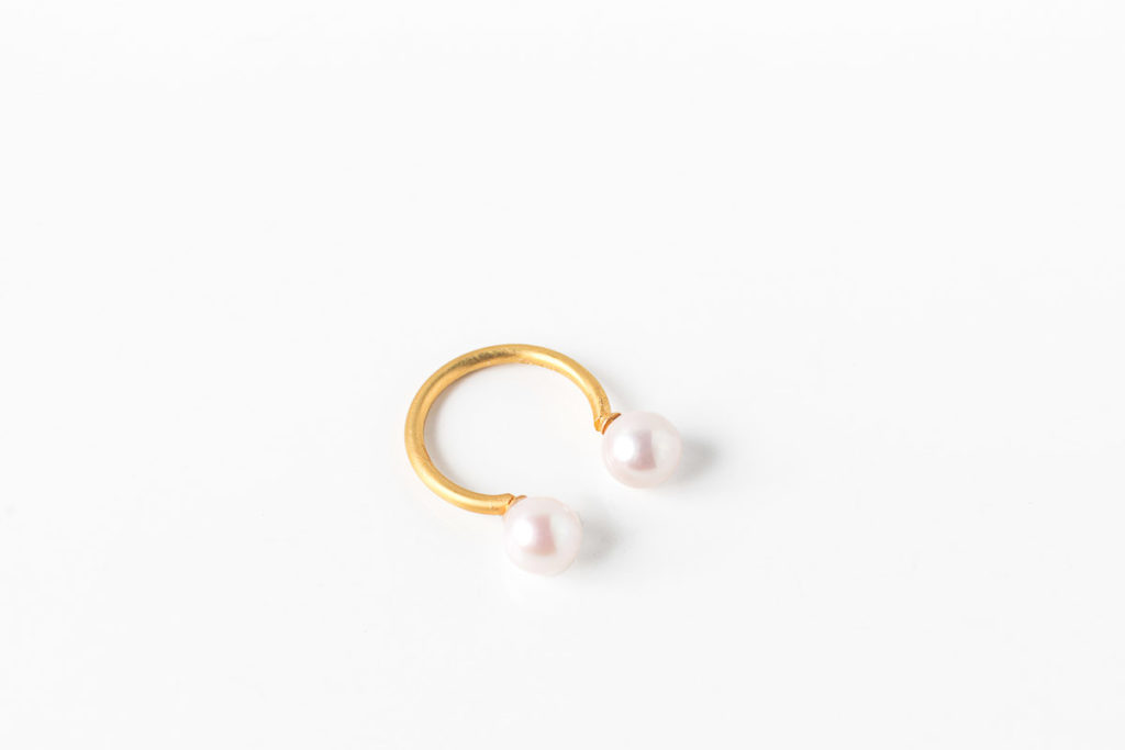 Monir Jewellery_Fairytale Pearls_Part2_Ring Double Gold (3)
