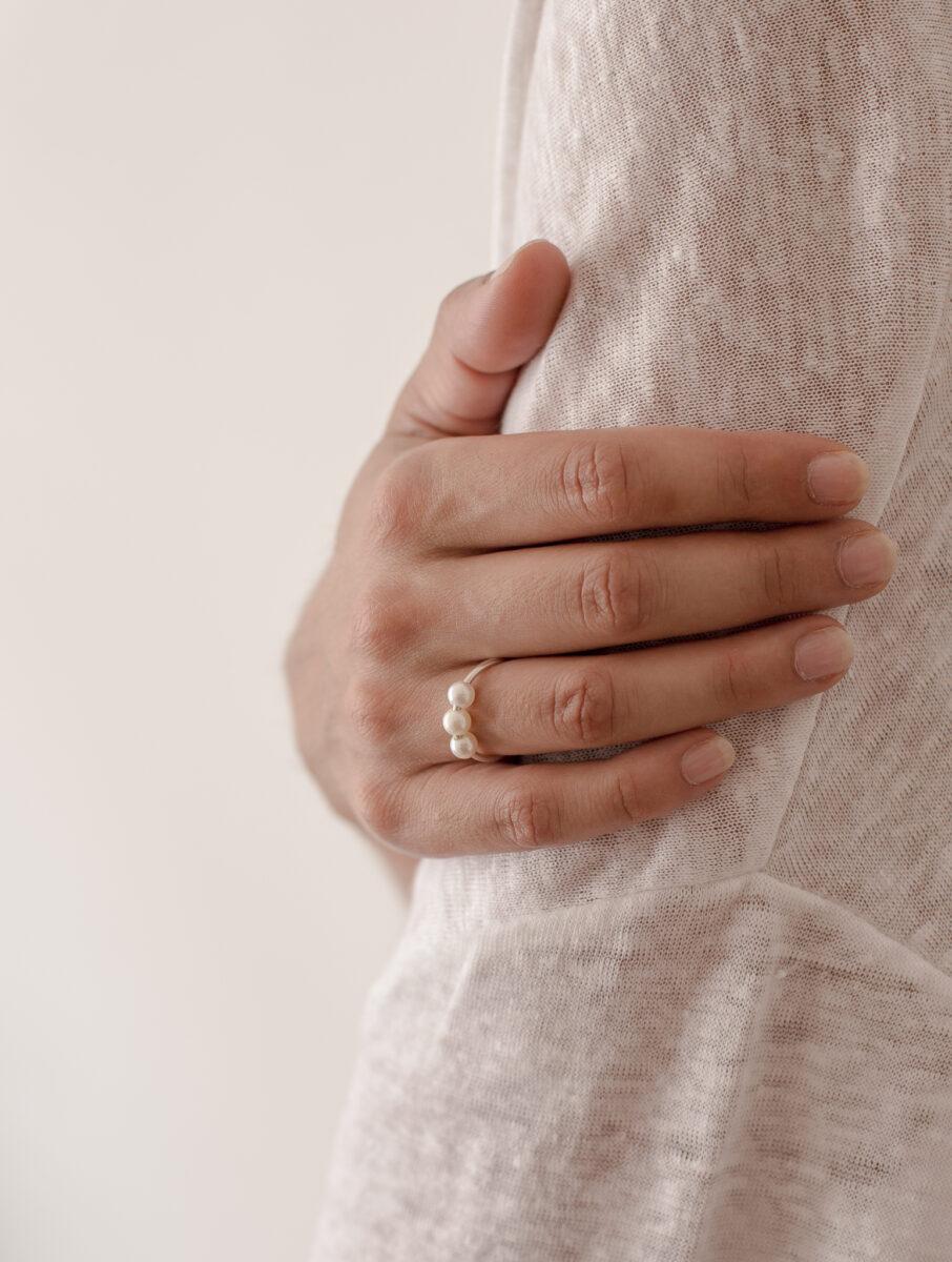 Monir Jewellery_Petite Pearsl_Ring (9)